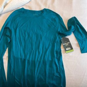 Women's REI base later- size large